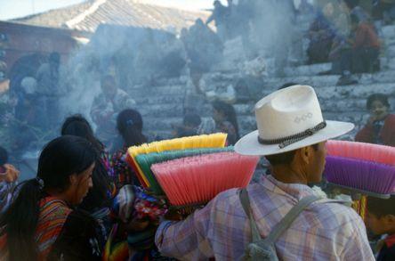 Besenverkaeufer Guate, © Susanne Bemsel und Daniel Snaider
