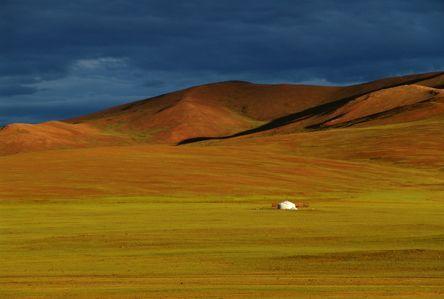 Gewitterstimmung in der Steppe, Mongolei, © Susanne Bemsel und Daniel Snaider