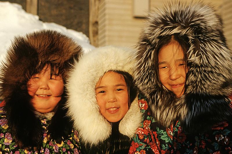 Drei-Inut-Mädchen, © Thomas Sbampato
