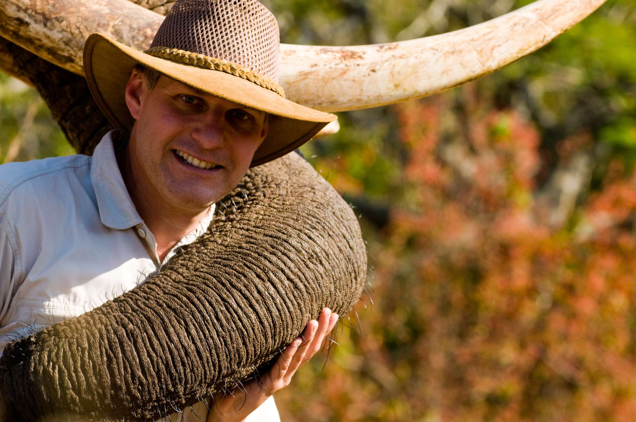 Dirk Bleyer und Elefant Tembo, © Dirk Bleyer
