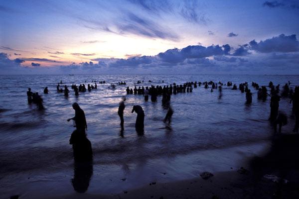 Pilger warten auf den Sonnenaufgang, Rameshwaram, Tamil Nadu