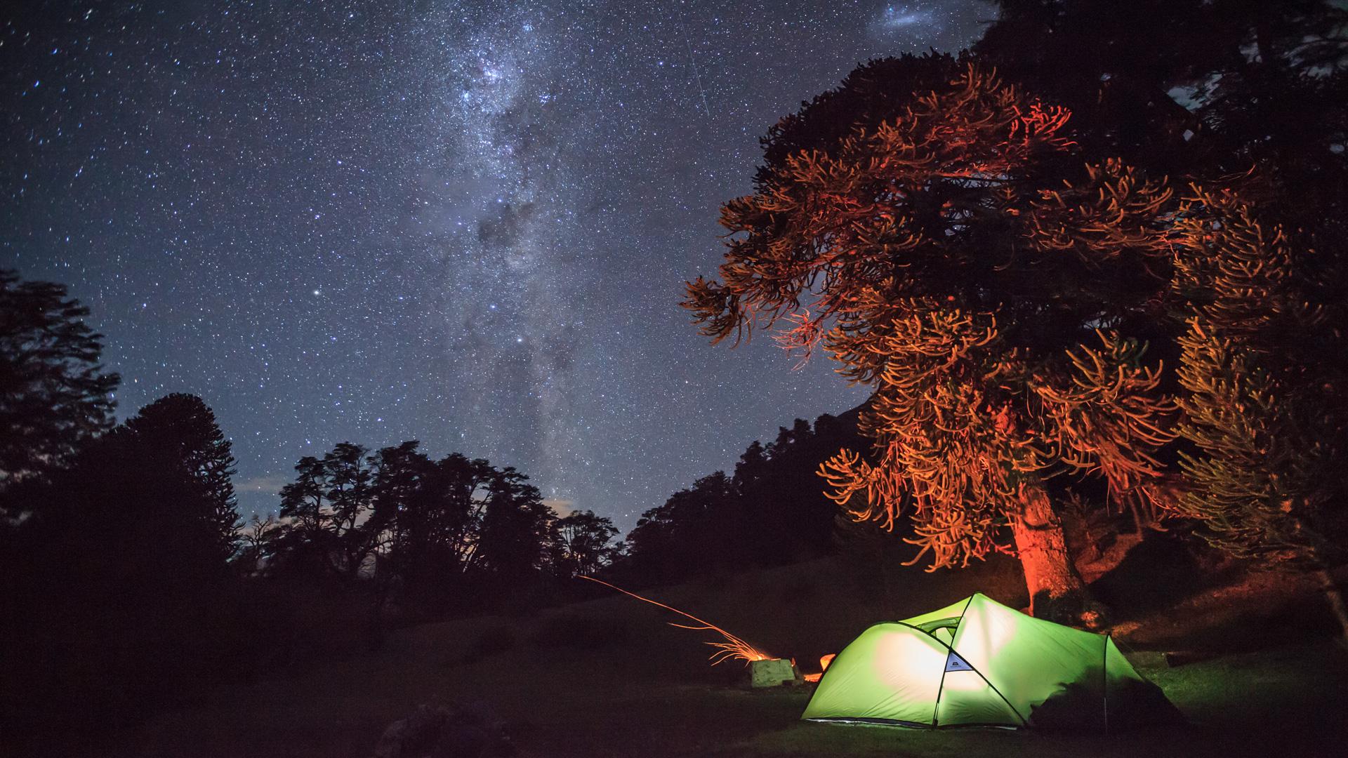 Nächtliches Camp im Lanin-Nationalpark