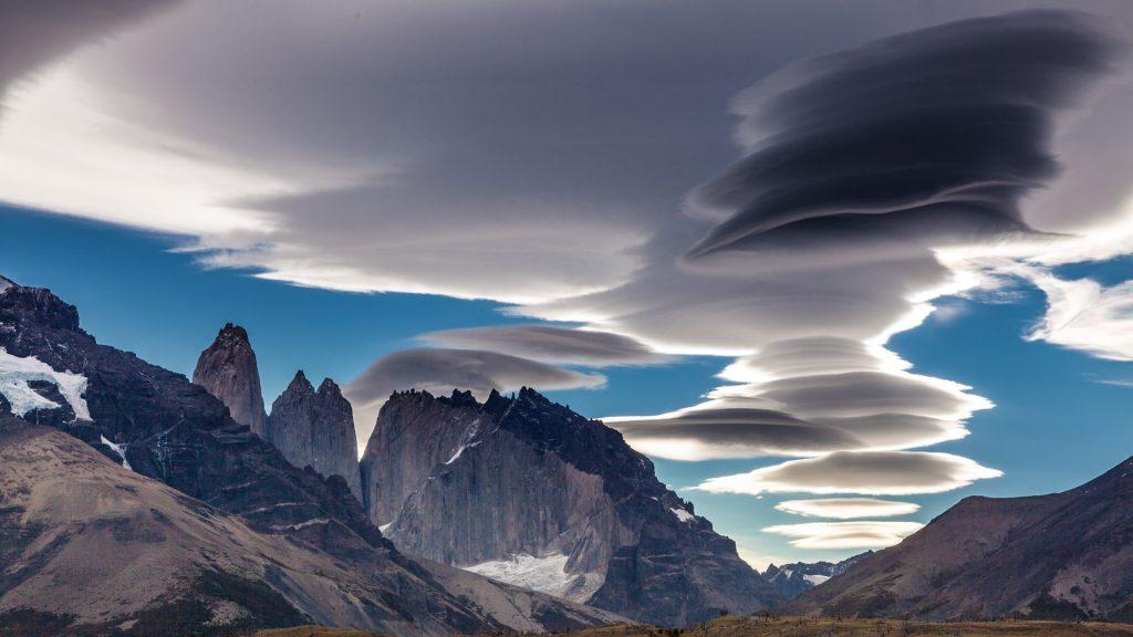 Die Torres del Paine mit Lanticularis-Wolken