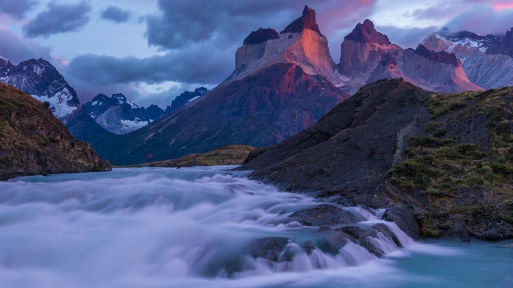 Die Cuernos del Paine am frühen Morgen