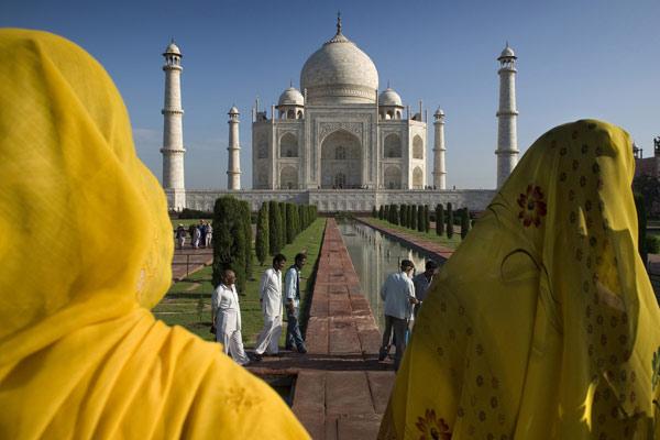 Frauen aus Rajasthan am Taj Mahal, Agra, Uttar Pradesh