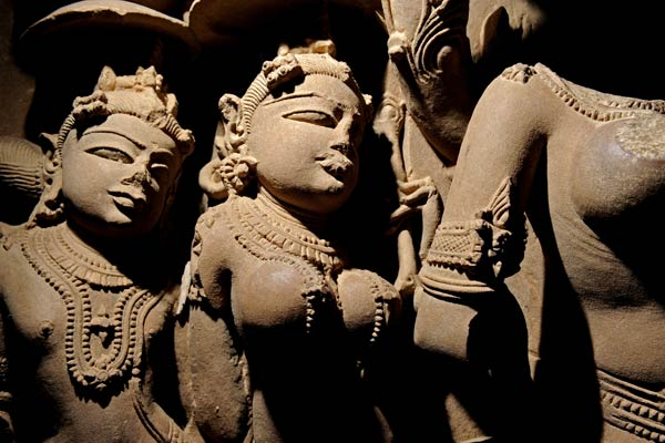 Skulpturen im Inneren eines Tempels, Khajuraho, Madhya Pradesh