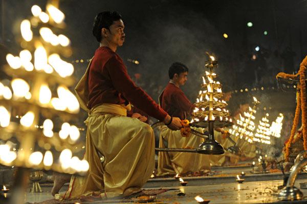 Aarti an den Ghats, Varanasi, Uttar Pradesh