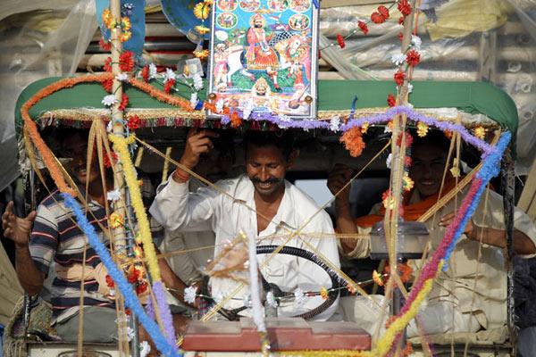 Pilger auf dem Weg nach Ram Devra, Rajasthan