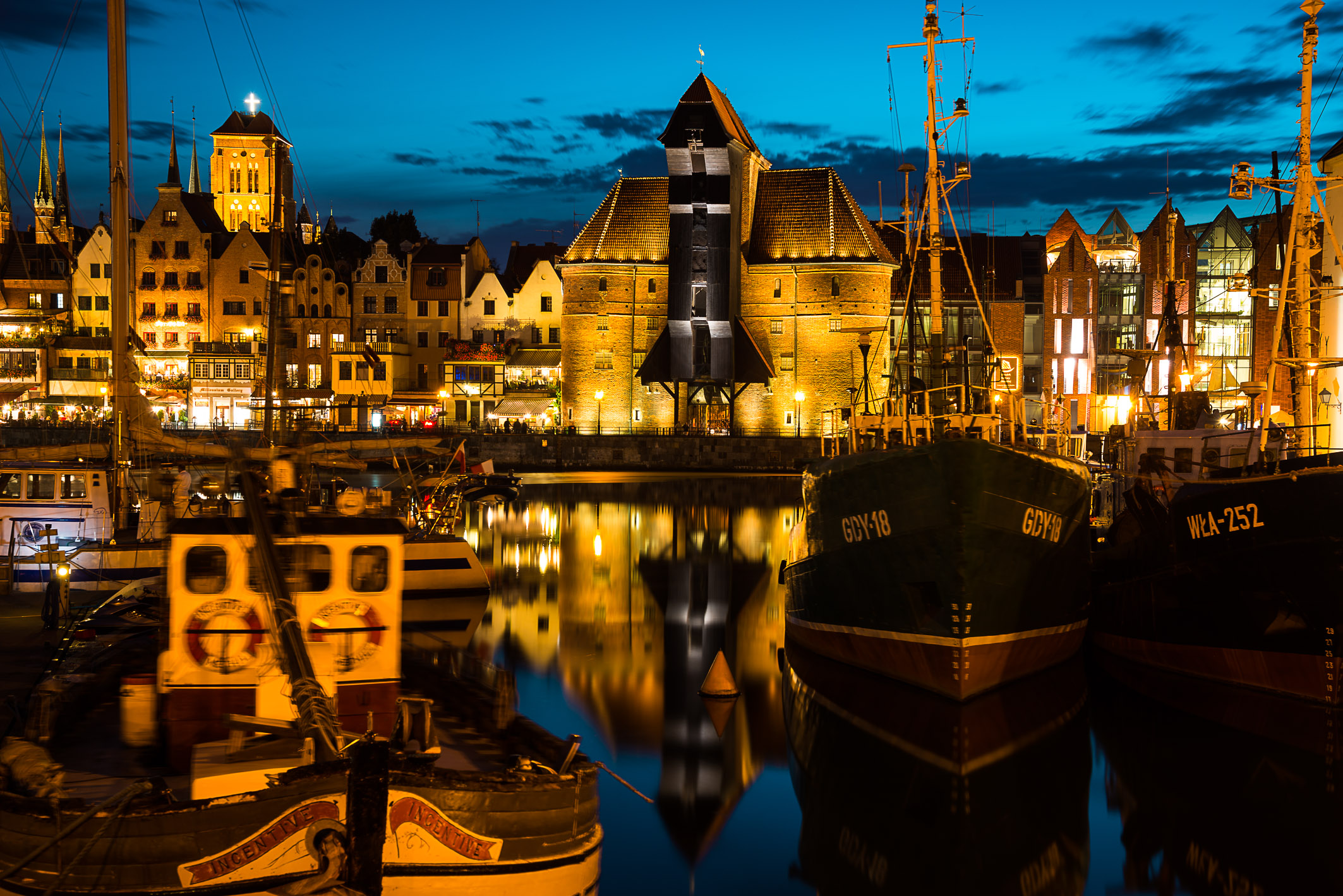 Danzig_Hafen_by_night